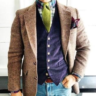 Combinar un blazer de lana marrón: Para un atuendo que esté lleno de caracter y personalidad equípate un blazer de lana marrón con unos vaqueros pitillo azules.