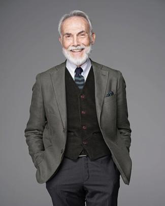 Cómo combinar: pantalón de vestir en gris oscuro, camisa de vestir blanca, chaleco de vestir de lana negro, blazer de lana verde oliva