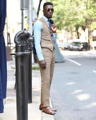 Combinar un mocasín de cuero marrón claro: Elige un blazer azul marino y un pantalón de vestir de lino marrón claro para rebosar clase y sofisticación. Mocasín de cuero marrón claro son una opción atractiva para completar este atuendo.
