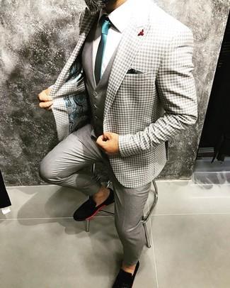 Cómo combinar: pantalón de vestir gris, camisa de vestir blanca, chaleco de vestir gris, blazer de cuadro vichy gris