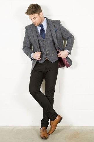 Combinar un chaleco de vestir de lana gris: Emparejar un chaleco de vestir de lana gris con unos vaqueros negros es una opción grandiosa para una apariencia clásica y refinada. Con el calzado, sé más clásico y elige un par de zapatos oxford de cuero marrón claro.