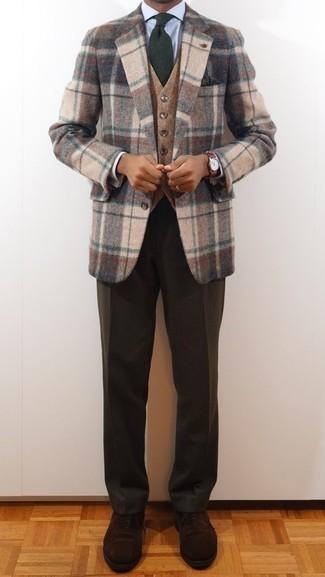 Combinar una corbata verde oscuro: Empareja un blazer de lana de tartán en beige junto a una corbata verde oscuro para un perfil clásico y refinado. Complementa tu atuendo con zapatos oxford de ante en marrón oscuro.
