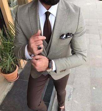 Combinar un pantalón de vestir marrón: Intenta combinar un blazer a cuadros en beige junto a un pantalón de vestir marrón para una apariencia clásica y elegante. Zapatos con doble hebilla de cuero marrónes son una opción inmejorable para complementar tu atuendo.