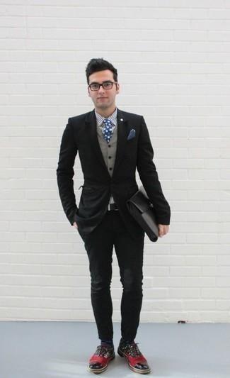 Combinar unos calcetines a lunares en azul marino y blanco: Mantén tu atuendo relajado con un blazer negro y unos calcetines a lunares en azul marino y blanco. Con el calzado, sé más clásico y opta por un par de zapatos oxford de cuero en multicolor.