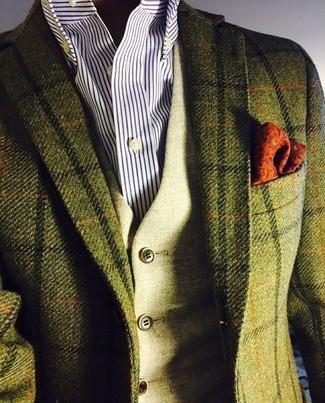 Cómo combinar: pañuelo de bolsillo estampado naranja, camisa de vestir de rayas verticales en blanco y azul marino, chaleco de vestir de lana verde oliva, blazer de lana a cuadros verde oliva