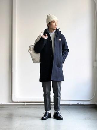 Combinar un gorro blanco: Elige por la comodidad con un abrigo largo azul marino y un gorro blanco. Con el calzado, sé más clásico y completa tu atuendo con zapatos derby de cuero negros.