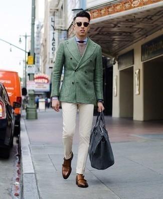 Combinar un blazer cruzado: Emparejar un blazer cruzado junto a un pantalón de vestir en beige es una opción inigualable para una apariencia clásica y refinada. ¿Quieres elegir un zapato informal? Opta por un par de zapatos con doble hebilla de cuero en tabaco para el día.