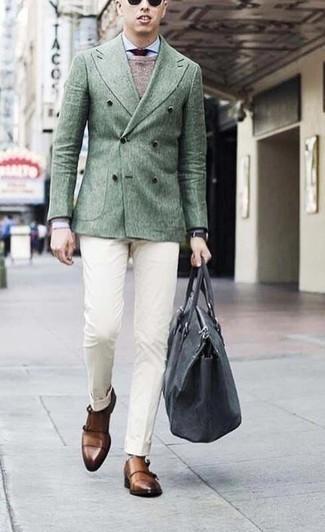 Combinar un blazer cruzado: Utiliza un blazer cruzado y un pantalón de vestir blanco para una apariencia clásica y elegante. Si no quieres vestir totalmente formal, elige un par de zapatos con doble hebilla de cuero marrónes.