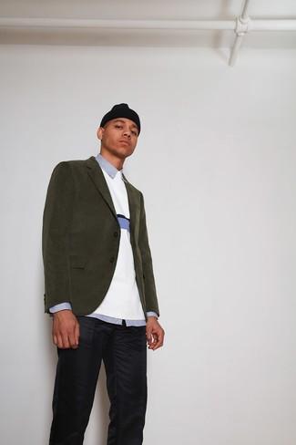 Cómo combinar: pantalón chino azul marino, camisa de vestir de rayas verticales celeste, jersey con cuello circular blanco, blazer de pana verde oliva