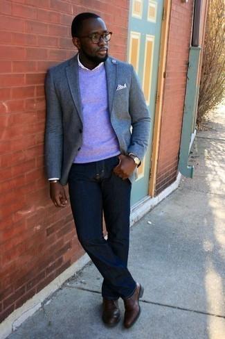Outfits hombres en otoño 2020: Opta por un blazer celeste y unos vaqueros azul marino para un lindo look para el trabajo. Con el calzado, sé más clásico y elige un par de zapatos oxford de cuero marrónes. Si tu buscas un look perfecto para el otoño, esta es una elección ideal.