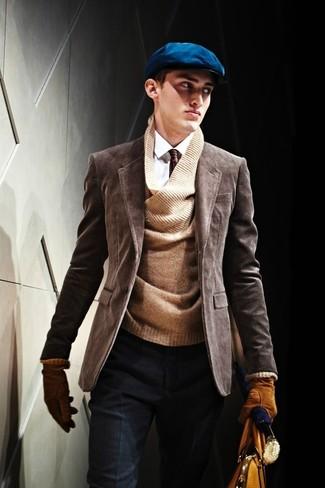 Cómo combinar: pantalón de vestir de lana azul marino, camisa de vestir blanca, jersey de pico marrón, blazer de pana en marrón oscuro