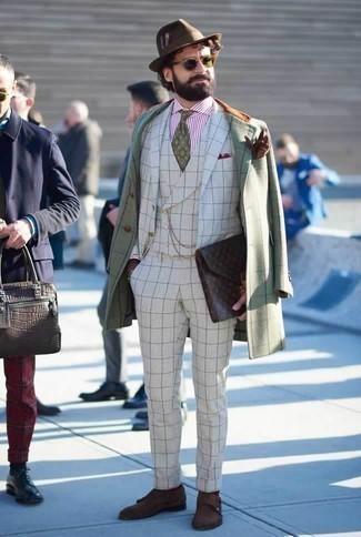 Combinar un sombrero de lana marrón: Para un atuendo tan cómodo como tu sillón intenta ponerse un abrigo largo a cuadros en verde menta y un sombrero de lana marrón. Luce este conjunto con zapatos con doble hebilla de ante en marrón oscuro.