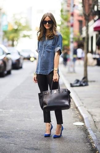 Camisa vaquera azul marino leggings negros zapatos de tacon azules bolsa tote negra large 899