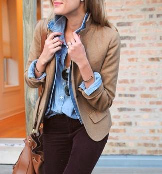 Combinar un blazer de lana marrón claro: Elige un blazer de lana marrón claro y unos vaqueros pitillo de pana morado oscuro para una vestimenta cómoda que queda muy bien junta.
