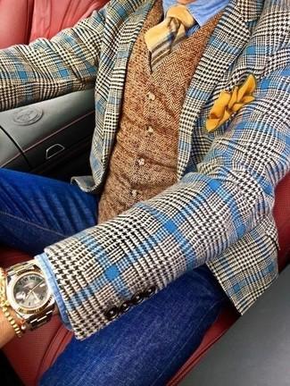 Cómo combinar: vaqueros pitillo azules, camisa vaquera celeste, chaleco de vestir de lana de espiguilla marrón, blazer de lana de pata de gallo azul