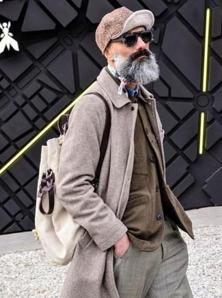 Cómo combinar: pantalón de vestir de tartán gris, camisa vaquera azul, chaqueta estilo camisa marrón, abrigo largo en beige
