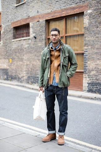 Combinar una bolsa tote de lona blanca: Usa una chaqueta estilo camisa de ante marrón claro y una bolsa tote de lona blanca para un look agradable de fin de semana. ¿Por qué no ponerse botas casual de ante marrónes a la combinación para dar una sensación más clásica?