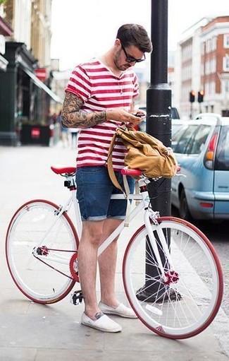 Look de moda Camiseta con Cuello Barco de Rayas Horizontales Blanca y Roja, Pantalones