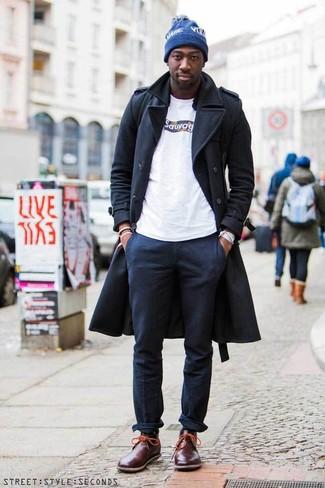Combinar una camisa de manga larga negra: Opta por una camisa de manga larga negra y un pantalón chino azul marino para lidiar sin esfuerzo con lo que sea que te traiga el día. Botas safari de cuero burdeos son una opción práctica para complementar tu atuendo.