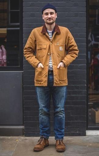 Combinar una chaqueta con cuello y botones marrón claro: Ponte una chaqueta con cuello y botones marrón claro y unos vaqueros azules para conseguir una apariencia relajada pero elegante. Haz botas casual de ante marrónes tu calzado para mostrar tu inteligencia sartorial.