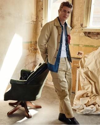 Combinar una chaqueta: Utiliza una chaqueta y un pantalón cargo marrón claro para lidiar sin esfuerzo con lo que sea que te traiga el día. Elige un par de botas casual de cuero negras para mostrar tu inteligencia sartorial.