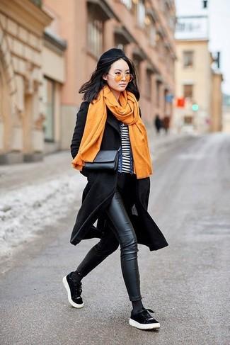 Combinar unas gafas de sol amarillas: Ponte un abrigo negro y unas gafas de sol amarillas transmitirán una vibra libre y relajada. Tenis de ante negros son una opción práctica para complementar tu atuendo.