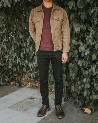 Combinar unos vaqueros negros: Ponte una chaqueta estilo camisa marrón claro y unos vaqueros negros para una apariencia fácil de vestir para todos los días. Zapatos derby de cuero en marrón oscuro añaden la elegancia necesaria ya que, de otra forma, es un look simple.