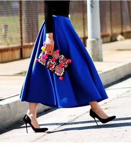talla 40 64f33 af7e3 Cómo combinar una falda campana azul (19 looks de moda ...