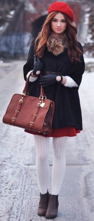 Ponte una capa negra y unas medias blancas de mujeres de Capezio para crear un estilo informal elegante. Un par de botines de ante marrón oscuro se integra perfectamente con diversos looks.