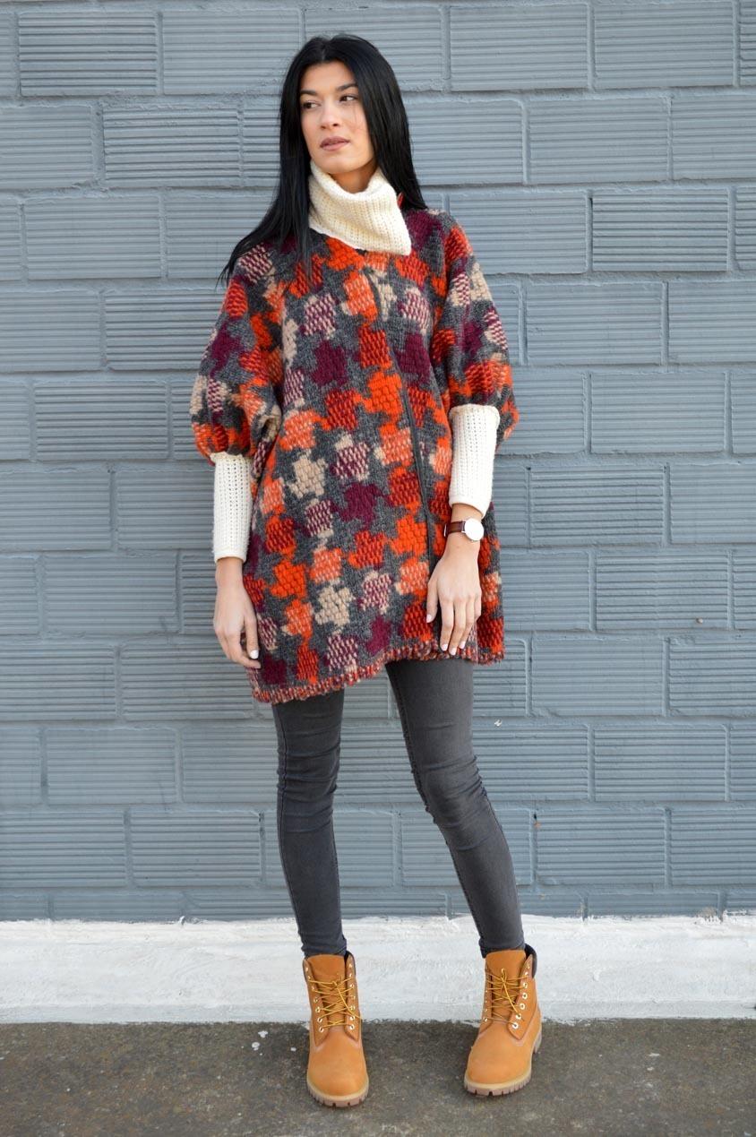 Combinar marron y gris empareja una camisa de manga larga for Combinar marron