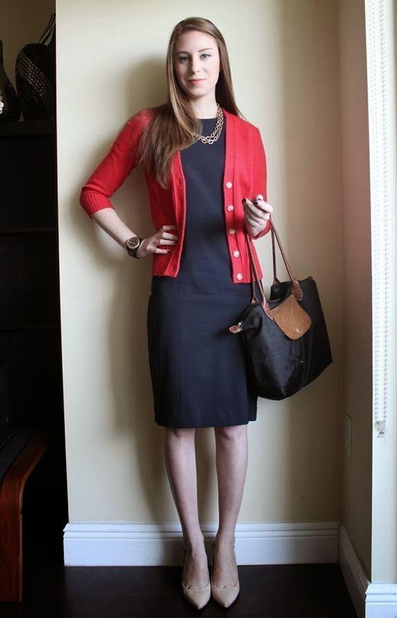 Vestido negro y blazer rojo