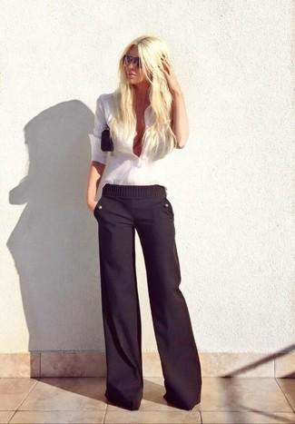 9819814c0e Cómo combinar unos pantalones anchos negros con una camisa de vestir ...