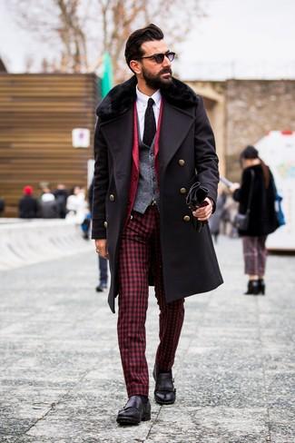 Combinar un chaleco de vestir de lana gris: Opta por un chaleco de vestir de lana gris y un pantalón de vestir de cuadro vichy rojo para una apariencia clásica y elegante. Si no quieres vestir totalmente formal, completa tu atuendo con zapatos con doble hebilla de cuero negros.