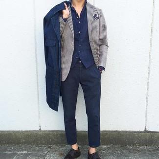 Cómo combinar: camisa de manga larga azul marino, chaleco de vestir azul marino, blazer de rayas verticales en blanco y azul marino, chaqueta estilo camisa vaquera azul marino