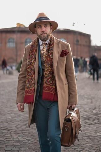 Combinar una corbata de paisley en beige: Ponte un abrigo largo marrón claro y una corbata de paisley en beige para rebosar clase y sofisticación.
