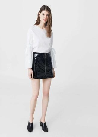 Minifalda de cuero negra de Valentino