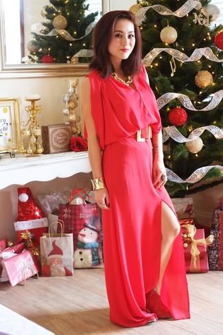 Combinar unos botines de ante rojos: Elige un vestido largo rojo para conseguir una apariencia glamurosa y elegante. Botines de ante rojos son una opción incomparable para complementar tu atuendo.