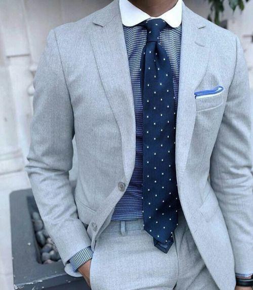 0081a9cf2e2ce Cómo combinar una camisa de vestir azul con un traje gris en clima cálido  (12 looks de moda)