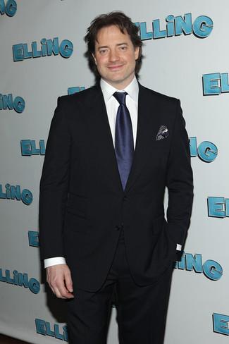 Cómo combinar: pañuelo de bolsillo de seda a lunares azul marino, corbata de seda azul marino, camisa de vestir blanca, traje azul marino