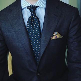 Cómo combinar: pañuelo de bolsillo estampado verde oliva, corbata estampada azul marino, camisa de vestir de rayas verticales celeste, traje azul marino