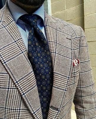 Cómo combinar: pañuelo de bolsillo estampado burdeos, corbata estampada azul marino, camisa de vestir de rayas verticales en blanco y azul, blazer de lana de pata de gallo marrón