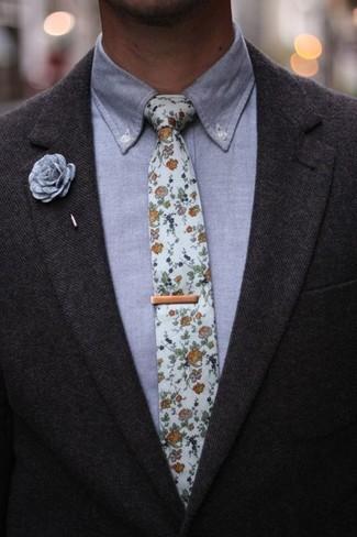 Combinar una camisa de vestir de cambray gris: Opta por una camisa de vestir de cambray gris y un blazer de lana en gris oscuro para una apariencia clásica y elegante.