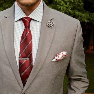 Cómo combinar: pañuelo de bolsillo en blanco y rojo, corbata de rayas verticales roja, camisa de vestir de cuadro vichy gris, blazer gris