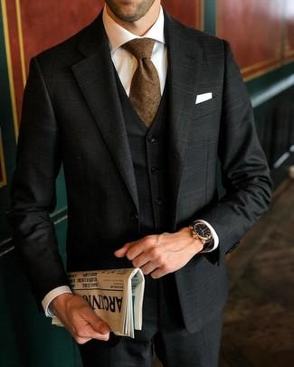 Cómo combinar: pañuelo de bolsillo blanco, corbata marrón, camisa de vestir blanca, traje de tres piezas de tartán negro