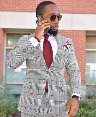 Cómo combinar: pañuelo de bolsillo en blanco y rojo, corbata roja, camisa de vestir blanca, traje de tartán gris