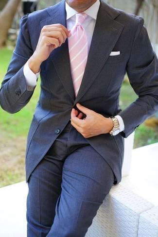 Cómo combinar: pañuelo de bolsillo blanco, corbata de rayas verticales rosada, camisa de vestir blanca, traje en gris oscuro
