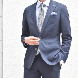 Cómo combinar: pañuelo de bolsillo estampado violeta claro, corbata de paisley azul marino, camisa de vestir de rayas verticales celeste, traje azul marino