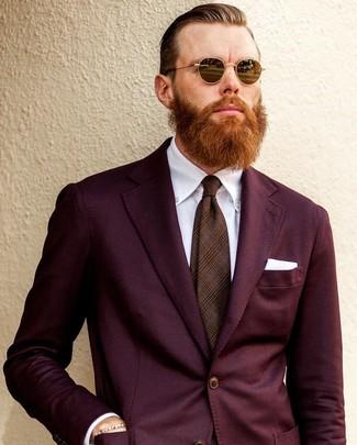 Cómo combinar: pañuelo de bolsillo blanco, corbata de tartán marrón, camisa de vestir blanca, traje burdeos