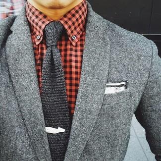 Cómo combinar: corbata de punto en gris oscuro, camisa de vestir de cuadro vichy roja, blazer de lana gris