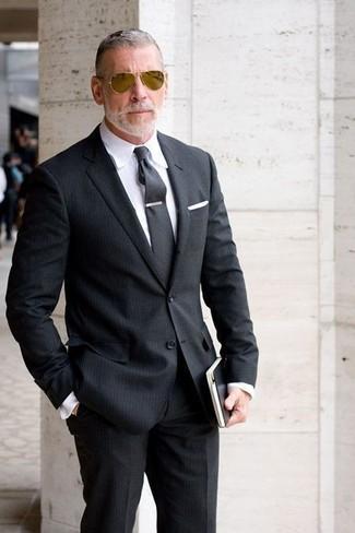 Cómo combinar: pañuelo de bolsillo blanco, corbata en gris oscuro, camisa de vestir blanca, traje de rayas verticales negro